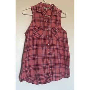 💥2 for $25 item💥 Plaid sleeveless button up